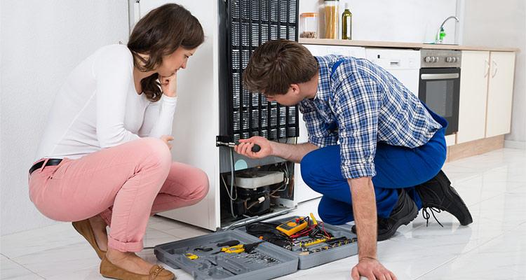 Hiring A Refrigerator Repair Service Over A DIY Job